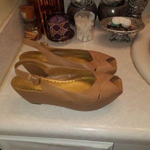 Size 9.5 bcbg platform slingback shoes.